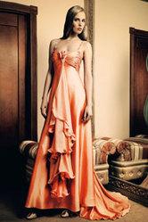 Платье пышное,  персикового цвета